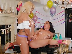 Oiled ass babes tract romantic lesbian scenes not later than a holiday party