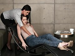Sexiest PHD woman India Summer knows nevertheless to help her patient Joseline Kelly