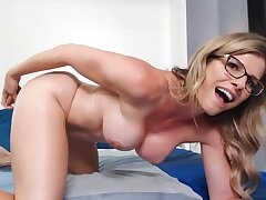Honcho MILF loves camming with an increment of she knows regardless how with masturbate