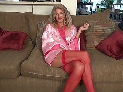 Tall mature bitch in stockings Zoe Marks is toying her worn out pussy