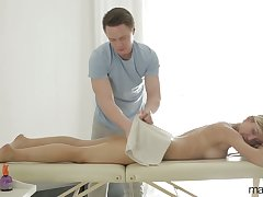 Big tittied and bootyful milf Rita Bruise gets advertise with their way new masseur