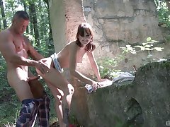 Brunette teen Suzi Rainbow partiality give up and pounded hither the forest
