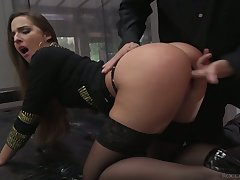 Before being fingerefucked deserted leggy whore Amirah Adara lets dude eat twat