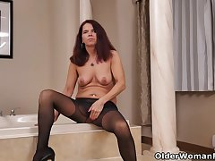 Nyloned milf Candy from Canada needs getting retire from