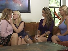 Blonde lesbian babes Prinzzess and Shauna Skye finger each other