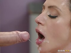 Ariella Ferrera loves all different sex poses at hand her horny masseur