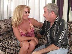 sizzling milf Crystal Taylor wants roughly reach unafraid orgasm back her lover