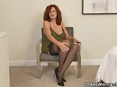 American milf Andi James puts the brush fingers to work