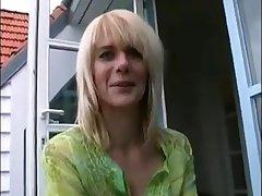 Deutsche Blondine wundert sich über Analfick für Retaliate against