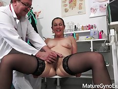 Gyno Third degree blear with naughty MILF Valentina Ross