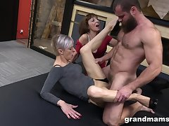 Kinky threesome put paid to a handsome man with an increment of two mature sluts