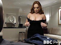 MILFie sexpot Summer Hart seduces blacklist stud to give precise head