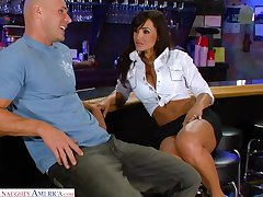 Legendary porn glaze featuring sex bomb Lisa Ann and Johnny Sins