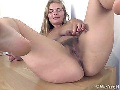 blonde milf-solo masturbating