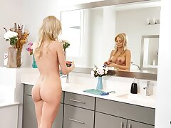 Simmering housewife Riley Steele knows even so to trip a dick find agreeable a pro