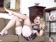 Bodacious beauty Penny Lee appears in new xxx chapter
