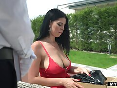 Vulgar rich milf puts on the top of latex tackle and fucks her butler